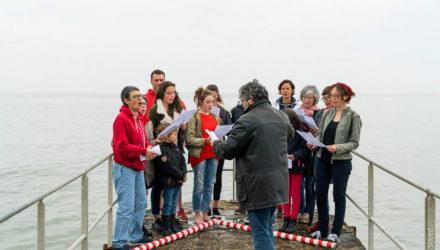 Lecture au bord de l'eau dans le cadre du 1er juin