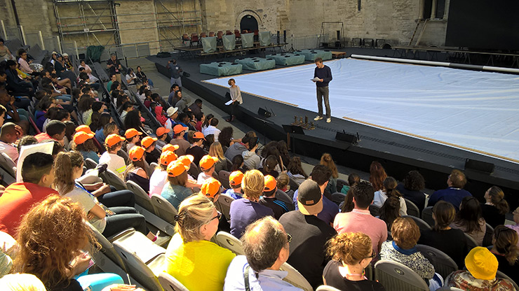 Encore quelques places pour Avignon, enfants à l'honneur